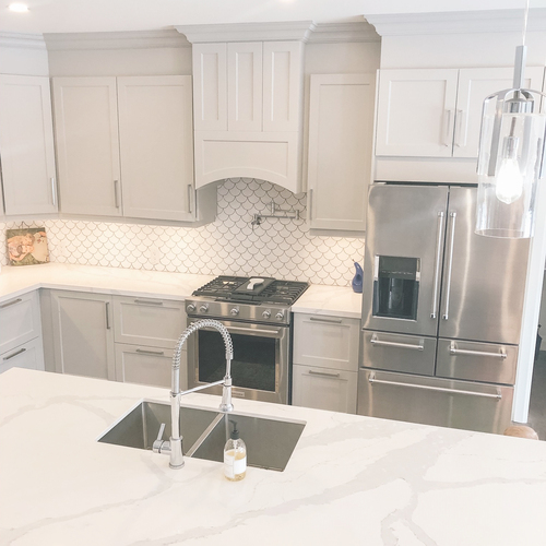 Kitchen-Fish Scale Backslash in White